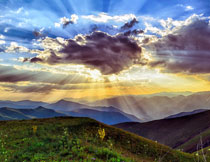 天空白云崇山峻岭摄影高清图片