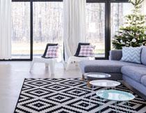 沙发与几何图案的地毯高清图片