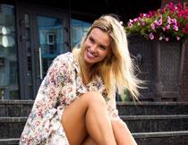 金发裙装美女人物摄影高清图片