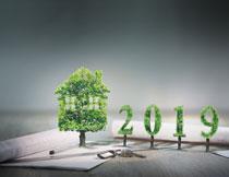绿叶组合而成的小房子创意图片