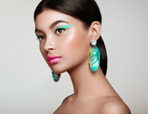 马尾造型彩妆美女摄影高清图片