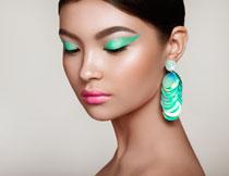 绿色眼影浓妆美女人物高清图片