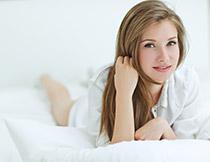 床上用品模特人物摄影高清图片