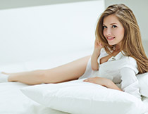 白衬衫性感的美女摄影高清图片