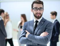 戴着眼镜的络腮胡男子高清图片