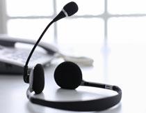 客服人员用的耳机特写高清图片