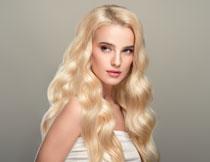 披肩金发美女人物摄影高清图片