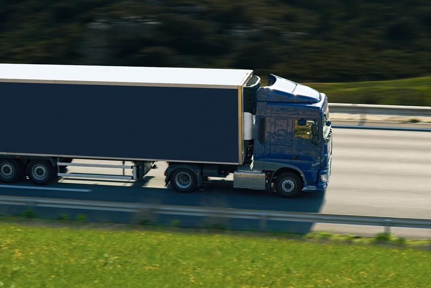蓝色货运重型卡车摄影高清图片