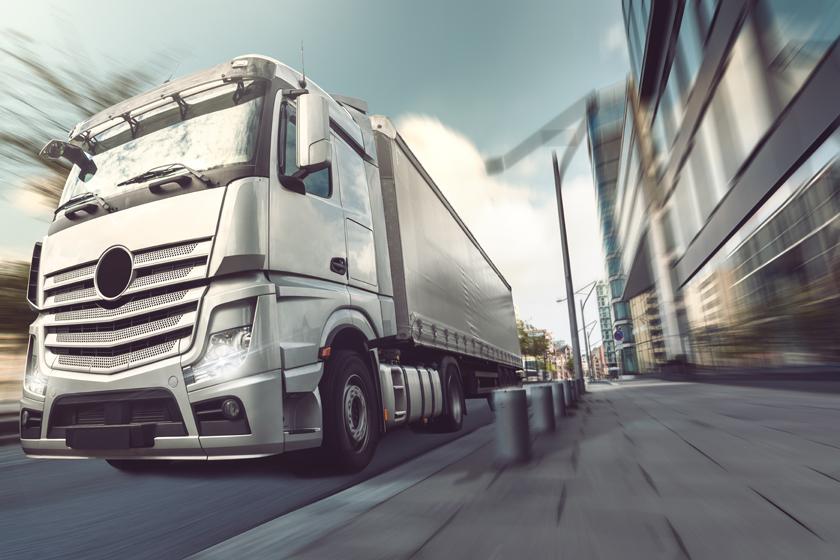 城市街道上的货车摄影高清图片
